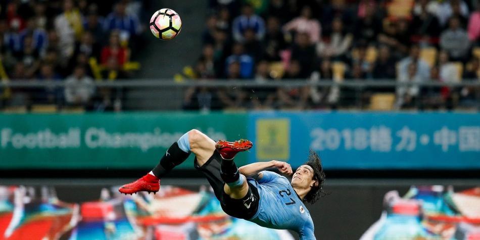 Uruguay, con golazo de Edison Cavani, derrotó 2-0 a República Checa
