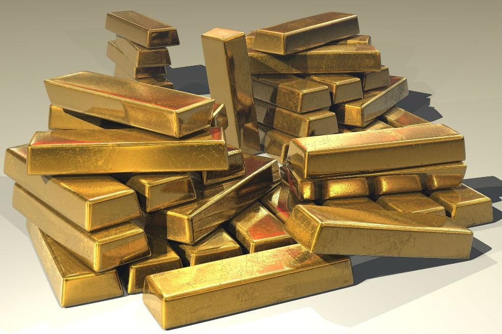 Caen lingotes de oro de un avión en Rusia