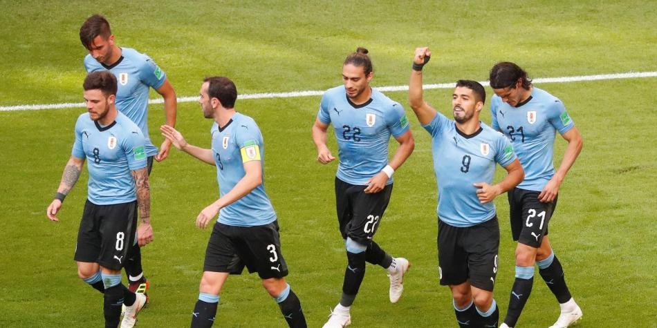 Uruguay venció 3-0 a Rusia y se quedó con el primer lugar del grupo A