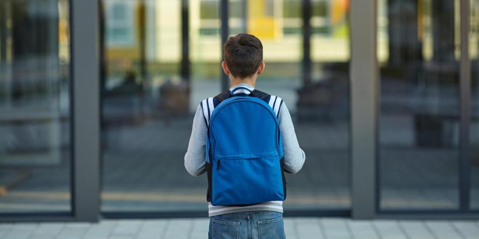 Un examen de ADN confirma que una maestra tuvo un hijo con su alumno