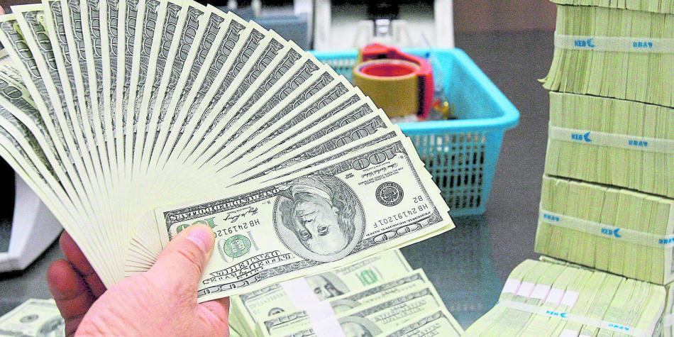 Nuevo récord en el dólar que amenaza con treparse hasta los $ 3.500