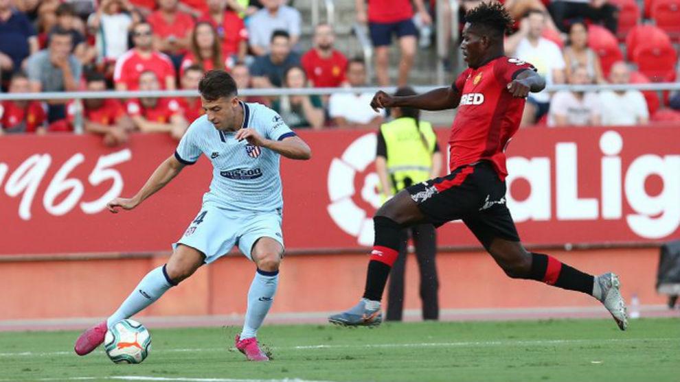 Santiago Arias aprovecha la oportunidad de Simeone y sobresale en Mallorca