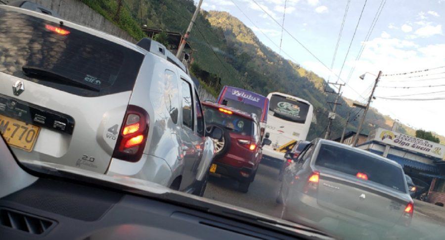 Se normaliza tránsito en La Línea después de accidente, y viajeros comienzan a circular