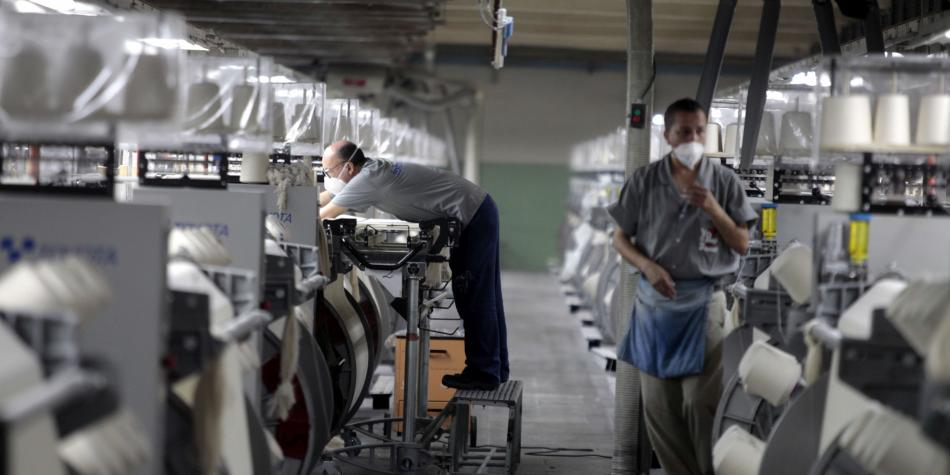 Cómo y cuándo empiezan a trabajar subsectores de industria manufactura
